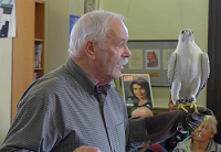 Photograph of Tom Ricardi with a gyrfalcon